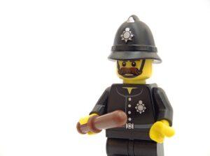 警察官の平均寿命は短い?